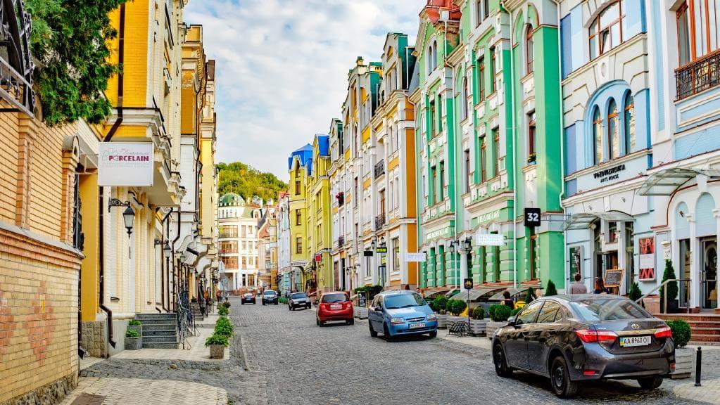 Ukrayna Üniversiteleri Bölüm Harç Ücretleri yurtdışındaki diğer okullara göre oldukça cüzi rakamlar ile fiyatlandırılmaktadır.